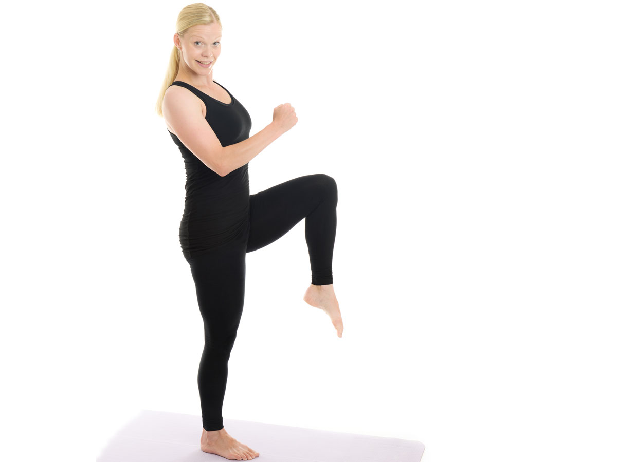 knee lift - rear lunge